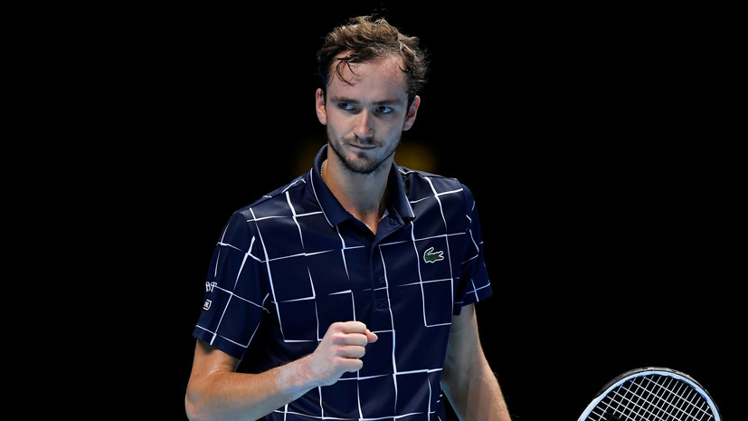 Медведев обыграл Зверева в первом туре Итогового турнира ATP