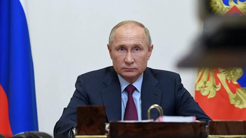 Путин предложил поощрять участвующих в борьбе с COVID-19 студентов-медиков
