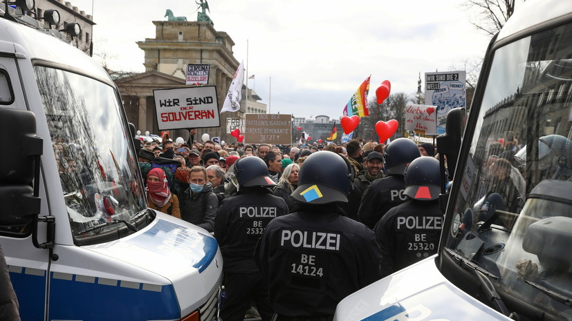 Полиция Берлина задержала не менее 365 человек на акции протеста