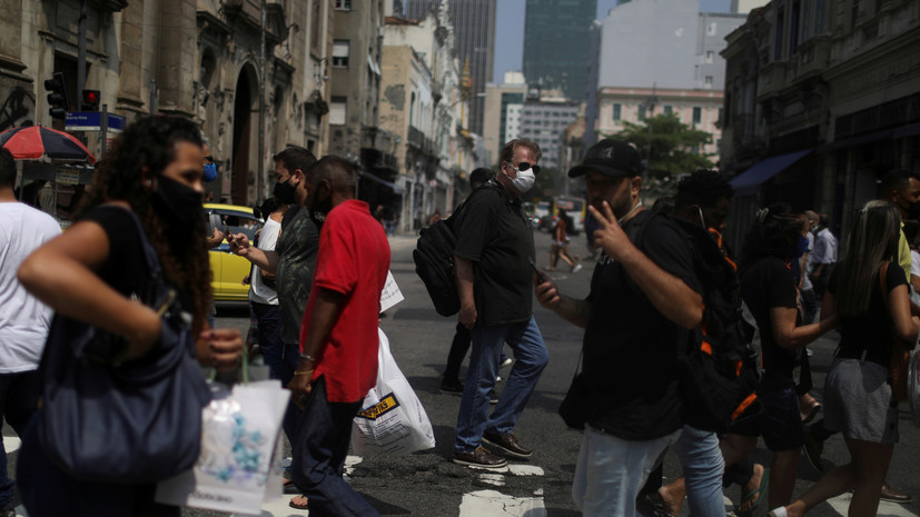 В Бразилии число выявленных случаев коронавируса достигло 5 981 767