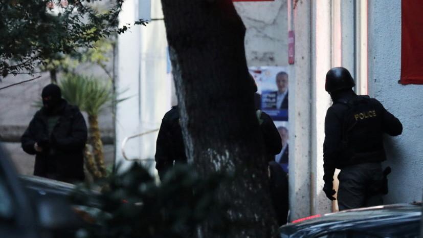 Захвативший здание МФО в Тбилиси освободил часть заложников
