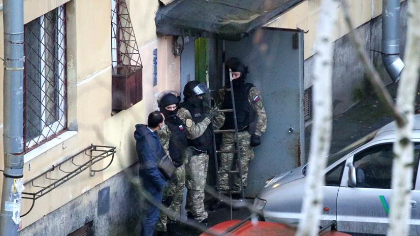 Захвативший в заложники шестерых детей в Колпино мужчина сдался