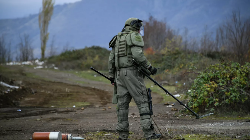 МЧС направило дополнительную группировку спасателей в Карабах