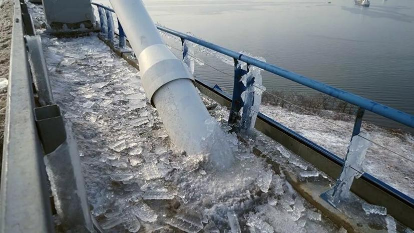 В Приморье рассказали об очистке ото льда вант моста на остров Русский