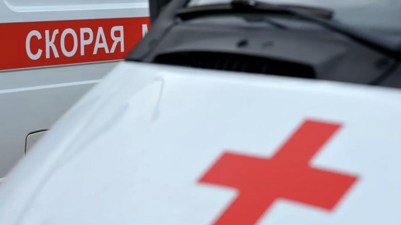 В Челябинске после ДТП автомобиль наехал на двух пешеходов на тротуаре