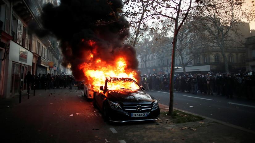 Во Франции в ходепротестов пострадали 62 полицейских