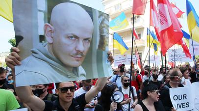 Портрет Олеся Бузины на митинге в Киеве