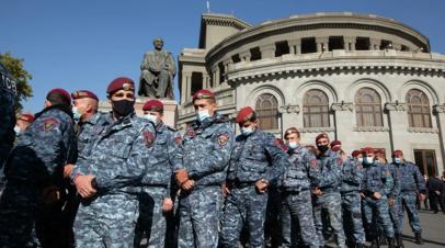 В Ереване полицейские начали разгонять митингующих