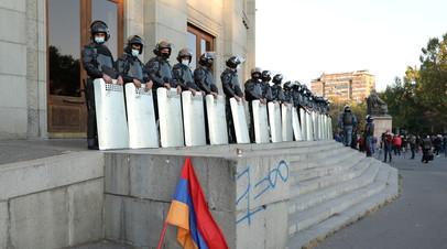 Более 60 человек задержаны на митинге в Ереване