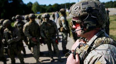 Военный инструктор армии США во время учений Rapid Trident 2020, Украина