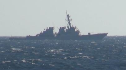 Момент сближения корабля ТОФ с эсминцем ВМС США, который нарушил границу РФ — видео