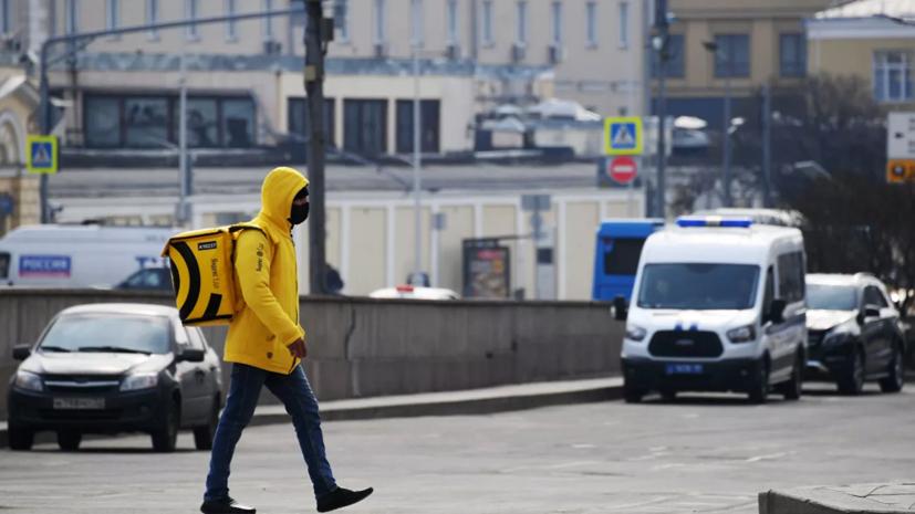 В Москве социальные работники выполнили 14 тысяч заявок по доставке продуктов