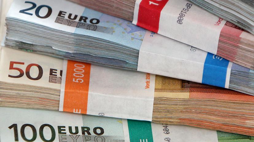 Курс евро в ходе торгов опускался ниже 90 рублей