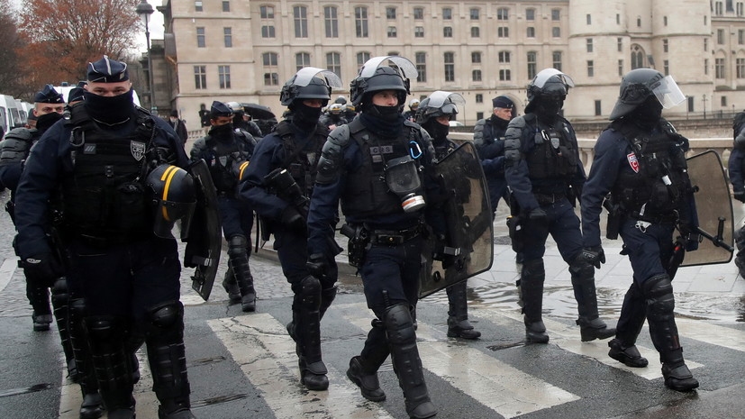 В Париже на акции протеста задержаны более 80 человек