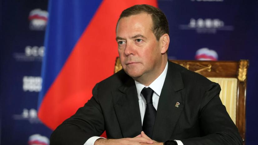 Медведев выразил соболезнования в связи со смертью Хорошевцева