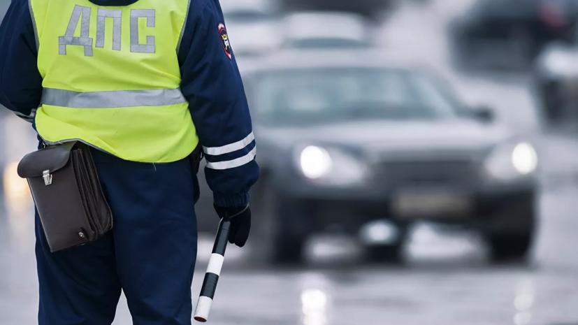 В Петербурге пытавшийся уйти от полиции водитель повредил шесть машин