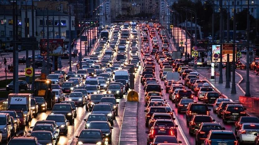 Водителей в Москве предупредили о пробках из-за снегопада
