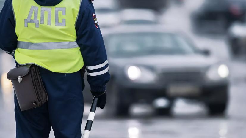 В Череповце сотрудники ДПС спасли пешеходов от наезда автомобиля