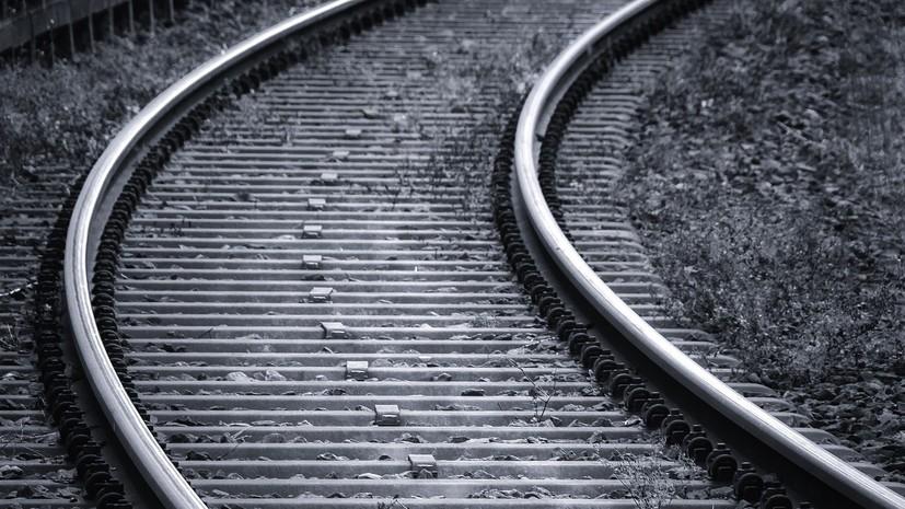 В Амурской области в результате схода локомотива с рельс погибла женщина