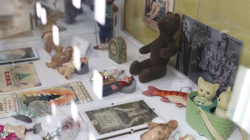 В Нижнекамске открылась выставка новогодних игрушек времён СССР