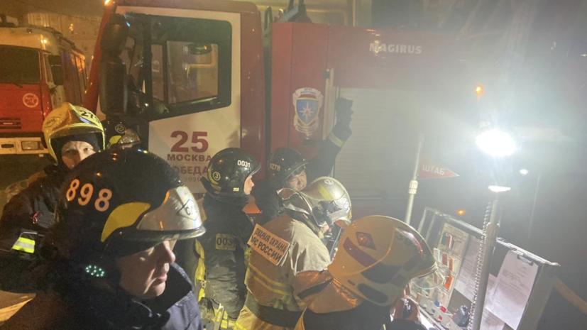 Пожарные в горевшее здание Мосгоргеотреста были вызваны поздно