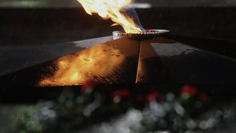 В Санкт-Петербурге школьницы потушили вечный огонь