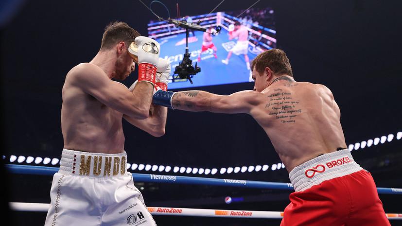 Альварес взял верх над Смитом и завоевал титулы WBC и WBA во втором среднем весе
