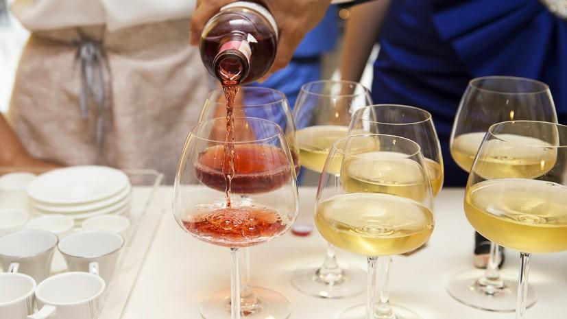Нарколог рассказал об опасности закусывания алкоголя жирной едой