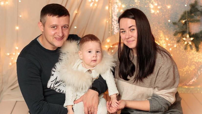 «Чиновники не торопятся нам помогать»: семья из Петербурга первой в России судится за самый дорогой препарат от СМА