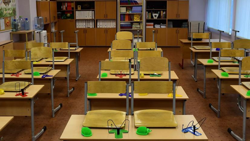 В Минпросвещения заявили о возможном возвращении школ в Москве к очному обучению
