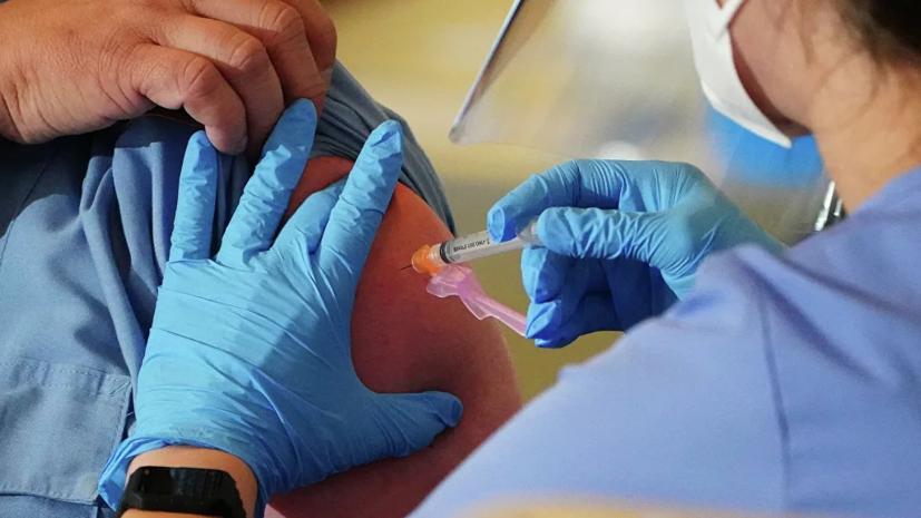 Врач прокомментировал ситуацию с вакцинацией пожилых от COVID-19
