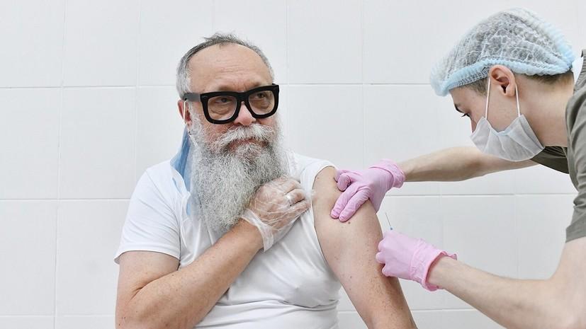 Иммунолог дал советы по вакцинации от COVID-19 для пожилых
