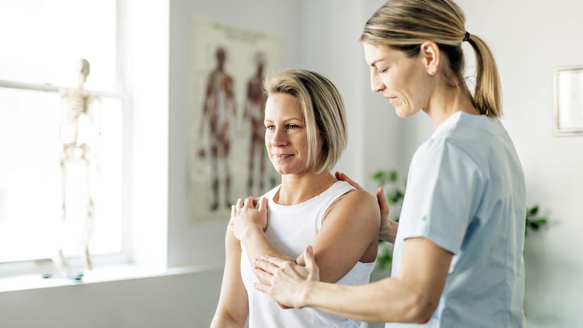 «К нам попадают обычно пациенты после 40 лет»: реабилитолог о восстановлении после COVID-19