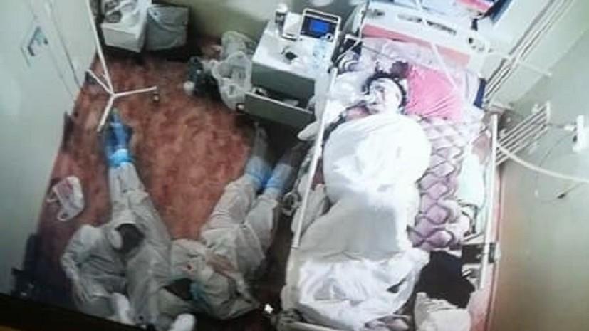 «Находились с ней всю ночь и успокаивали»: что известно о фото с медиками у кровати пациентки в Ленобласти