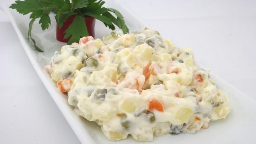 В Роспотребнадзоре посоветовали готовить майонез для салатов самостоятельно