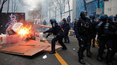 Столкновения демонстрантов с полицией: как проходит акция протеста в Париже
