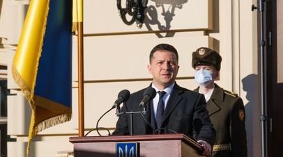Владимир Зеленский выступает перед входом в Мариинский дворец