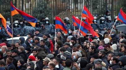 Полиция в Ереване начала задержания противников Пашиняна