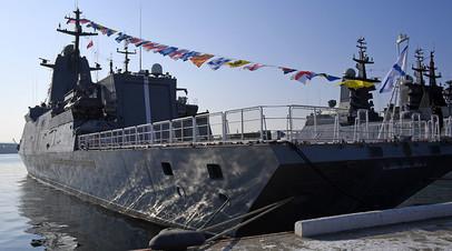 Новейший корвет «Герой России Алдар Цыденжапов» на причале Тихоокеанского флота на Корабельной набережной во Владивостоке