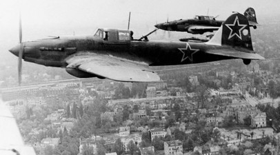 Советский штурмовик Ил-2 над Берлином, весна 1945 г.