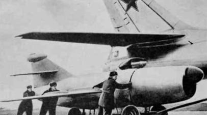 КС-1 «Комета» под крылом самолёта-носителя Ту-16КС