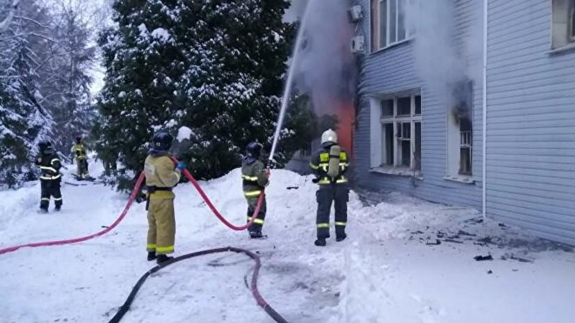 В тушении пожара на заводе в Самаре задействовали два пожарных поезда