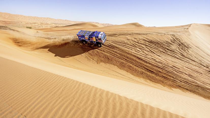 Сотников рассказал, что его экипажу не удалось с первого раза взять одну из дюн на «Дакаре»