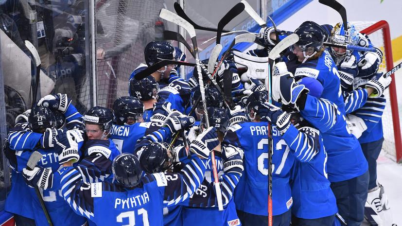 Появилось видео, как Аскаров в одиночестве наблюдает за радостью финских хоккеистов после матча
