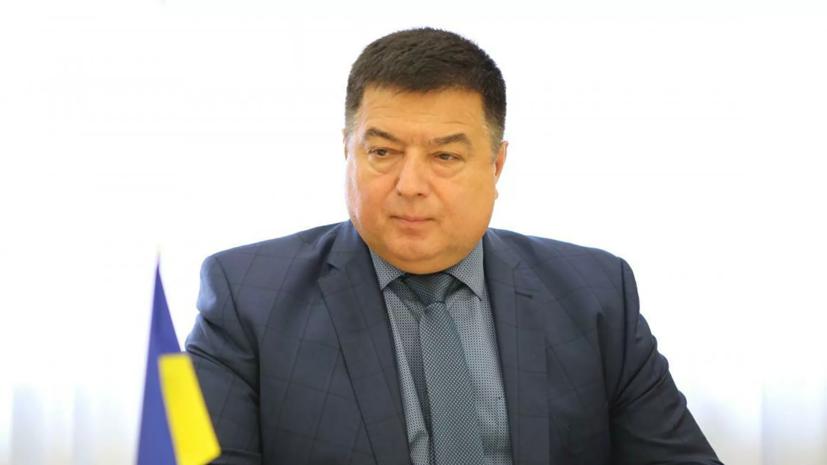Глава КС Украины продолжит работать, несмотря на отстранение