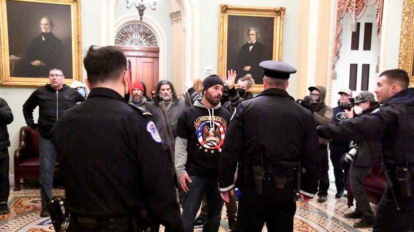 Полиция вытеснила протестующих из зала заседаний сената США
