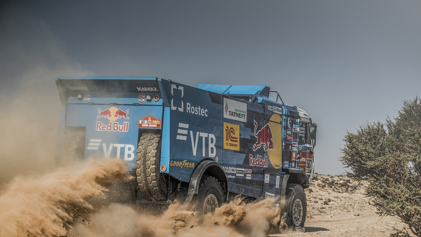 Сотников раскрыл подробности выступления своего экипажа на пятом этапе «Дакара»