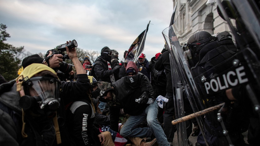 Глава полиции Капитолия подал в отставку после беспорядков в конгрессе