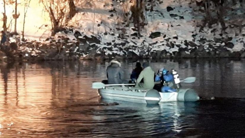 Автомобиль с людьми упал в озеро Рица в Абхазии