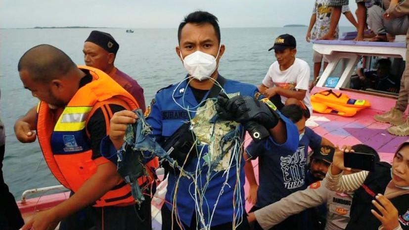 Потеря связи через четыре минуты после взлёта: в Индонезии потерпел крушение Boeing 737 с 53 пассажирами на борту